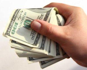 Выгодно ли вкладывать деньги в доллары
