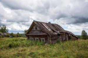 Как купить брошенный дом в деревне