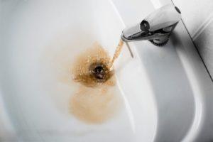 Можно ли мыться в ржавой воде из под крана