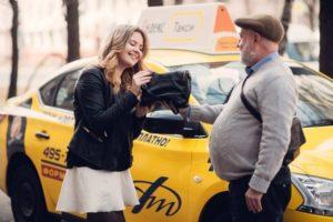 Оставила вещи в яндекс такси куда обращаться
